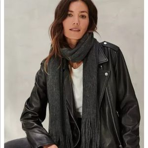 NWT! Lucky Brand grey scarf